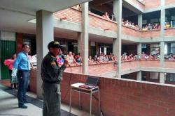 Los uniformados se han encargado de hacer charlas de motivación a los estudiantes de la ciudad.