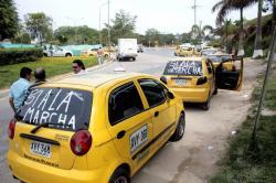 No es la primera vez que los taxistas del aeropuerto Palonegro protestan por sus condiciones laborales.