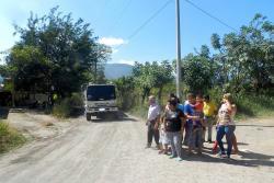 Residentes de Ciudad Blanca están cansados de que por su sector pasen los carros de aseo, dejando a su paso sus lixiviados.