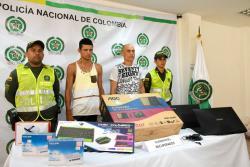 La mercancía que habían logrado hurtar estos dos delincuentes pudo ser recuperada por la Policía. Se trataba de portátiles y otros elementos de cómputo.