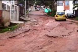 La falta de canalización de las aguas lluvias es la que ha venido afectando esta carretera que de arreglarse, como se ha anunciado, favorecerá a unos diez barrios.