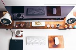 Lo que tiene sobre su escritorio y los artículos que lleva a su oficina dicen mucho de quién es usted: si no lleva demasiado, puede que vea a su trabajo desde un punto de vista impersonal.
