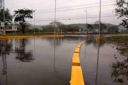 Las lluvias que cayeron el pasado 4 de marzo inundaron la glorieta del Anillo Vial.