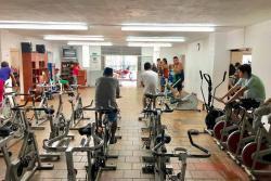 En el gimnasio también se ofrecen clases funcionales, los lunes de 7:00 a 8:00 de la mañana y los viernes de 7:00 a 8:00 de la noche.
