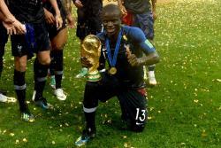 Ngolo Kanté es uno de los jugadores que son claves en la selección francesa. Aunque nació en París, este volante tiene ascendencia maliense, pero cuenta con toda la confianza de Didier Deschamps, al punto que jugó en los siete partidos.