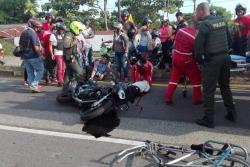 La motocicleta de placas QYZ-12B fue la que impactó a Francisco Mira Castro que iba en una cicla. Los agentes de tránsito realizaron el croquis para esclarecer el accidente que hoy deja en duelo a una familia del Puerto.