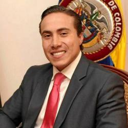 A través de Twitter, la representante Angélica Lozano de la Alianza Verde arremetió contra el exgobernador Richard Aguilar, quien supuestamente llegaría a la dirección del DPS.