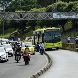 Sondeo oficial dice que bumangueses prefieren movilizarse en 'pirata' que en Metrolínea