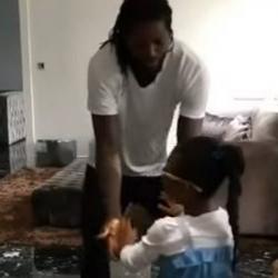 Futbolista Adebayor bailó y cantó canción de Diomedes Díaz