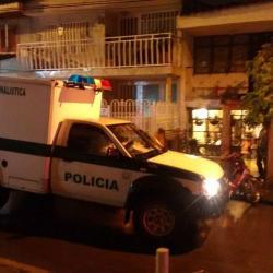 La Unidad Móvil del Laboratorio de Criminalística de la Sijín estuvo en el sitio de los hechos, realizando la diligencia de levantamiento del cadáver y fijando evidencias.