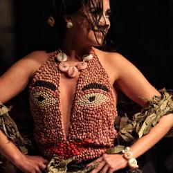 Desfile de ropa comestible impresiona en México