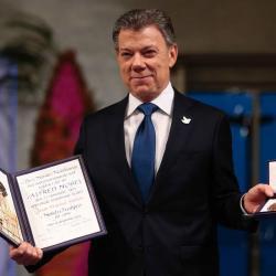 Imágenes del momento en que el presidente Santos recibió el Nobel de la Paza