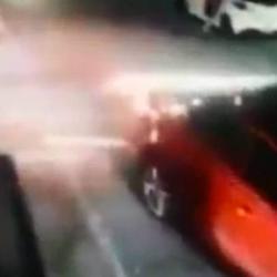 Video captó momento en que conductor, al parecer ebrio, arrolló a una mujer en San Gil