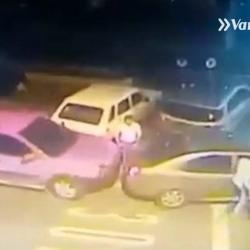 Video registró el robo de una llanta a un auto en Bucaramanga