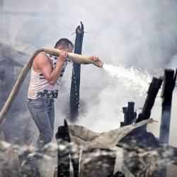 Imágenes del desalojo que terminó en grave incendio en Bogotá