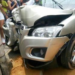Peatones se salvan de ser arrollados por camioneta fuera de control en Piedecuesta