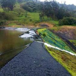 En junio de 2016 la infraestructura de la represa de La Batanera cedió justo en el momento en que estaba siendo llenada para ser probada antes de ser puesta en funcionamiento.