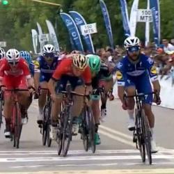 Fernando Gaviria ganó en el embalaje y es el primer líder de la Vuelta a San Juan