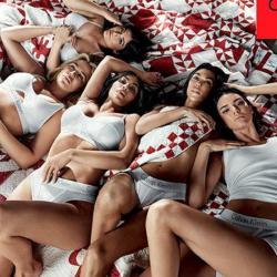 Las curiosidades de foto de las Kardashian posando para Calvin Klein