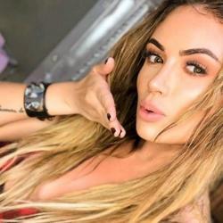 Operan a Sara Uribe, a la presentadora se le reventó la prótesis de uno de sus senos