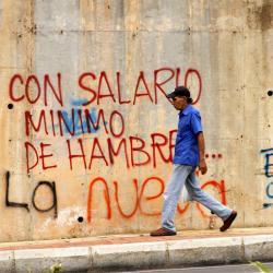 En un espacio de expresión y protesta  para los jóvenes grafiteros de Bucaramanga se convirtieron los muros que se alzan sobre el 'Tercer Carril',  ubicado en la autopista que de Floridablanca conduce a Bucaramanga.