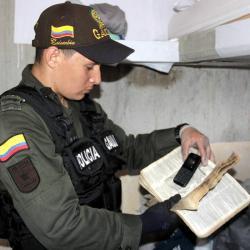 Reclusos de Palogordo en Girón ocultaban celulares en Biblias y útiles de aseo