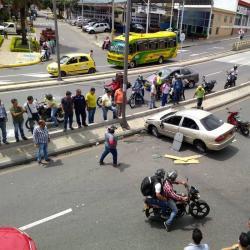 Video registró cómo un peatón se salvó de ser atropellado en Bucaramanga