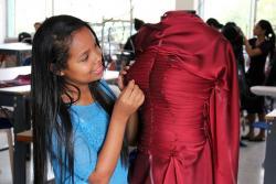 Vea los diseños de alta moda francesa confeccionados en Santander