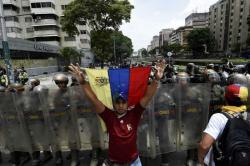 Imágenes de enfrentamientos entre opositores y oficialistas en Venezuela