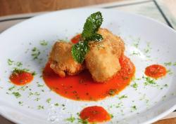 Aprenda a preparar un Tofu apanado en tempura y panko, bañado en caramelo de zanahoria