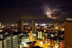 Imágenes de los rayos que iluminan el cielo de Bucaramanga