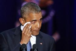 Barack Obama, se seca las lágrimas durante su discurso de despedida en el McCormick Place de Chicago, Estados Unidos, el pasado 10 de enero de 2017.