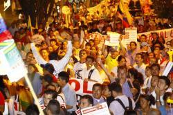 Imágenes del 'cacerolazo' que terminó frente a la casa del Alcalde de Bucaramanga