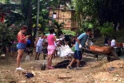 Voluntarios se unen para recuperar área natural invadida por basuras en Bucaramanga