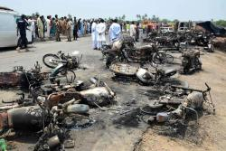 Imágenes de la tragedia en la que 139 personas murieron calcinadas en Pakistán