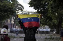 Imágenes de protestas en Venezuela que dejan un nuevo hombre muerto