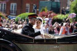 El príncipe Enrique y Meghan Markle se casaron y encantan por las calles de Inglaterra