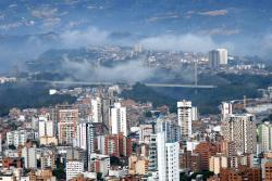 Así se vio la Ciudad Bonita este viernes ante el lente de uno de los reporteros gráficos de Vanguardia Liberal. La bella postal de Bucaramanga fue captada desde uno de los miradores que se ubica en el kilómetro 4 de la vía a Cúcuta.
