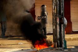 Batalla campal entre comerciantes y Policía en Barrancabermeja
