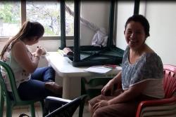 Mujer da 'amor maternal' a enfermos y sus familias en Bucaramanga