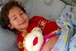 Padres santandereanos buscan recursos para tratamiento de su hija en China