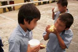 Madres cuentan cómo les afecta la falta de refrigerios escolares