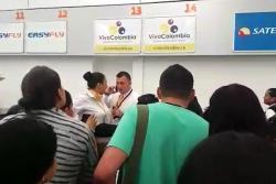 Protesta de pasajeros en el aeropuerto Palonegro por cancelación de vuelo
