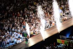 Impresionante salto mortal en silla de ruedas durante inauguración de Paralímpicos