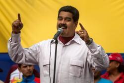 Nicolás Maduro arremetió contra un periódico y exigió demandarlo por difundir la crisis de PDVSA