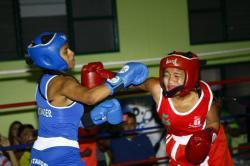 Seis boxeadoras santandereanas quieren 'noquear'  la indiferencia