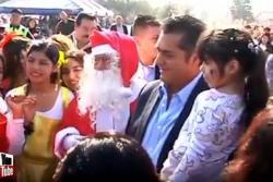 Político decepcionó a niños mexicanos al revelarles la identidad de Santa Claus