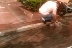 Video registró desperdicio de agua en Bucaramanga por daño en tubería