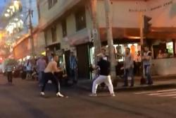 Registran en video pelea a cuchillo en el centro de Bucaramanga