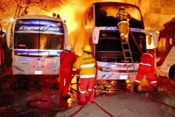Video registró incendio de seis buses en Barrancabermeja